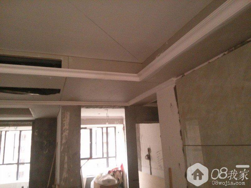 客厅吊顶走石膏线后及电视背景墙填缝前