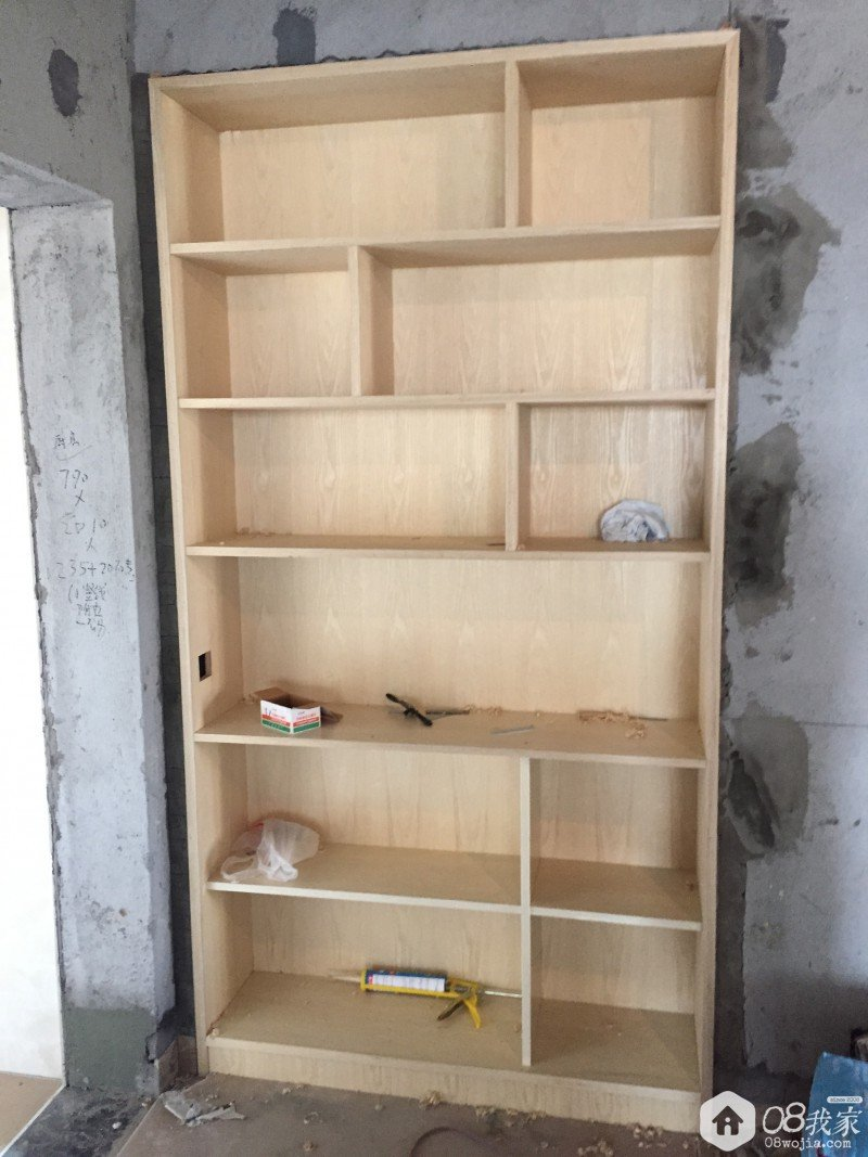 柜体板材的选择,饰面板是水曲柳的,柜体内部用的是免漆板,前面写过