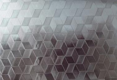 这是晶钢门板,晶钢门板背面都贴膜,面板只有一层比较薄。