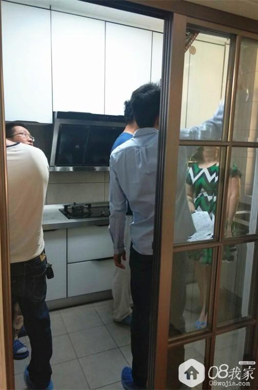 网友参观厨房.jpg