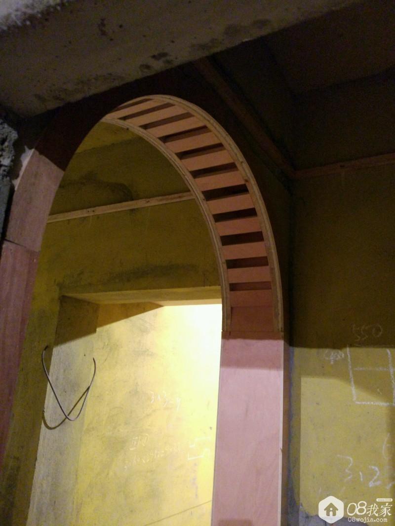 过道的半圆弧形的装饰门套.