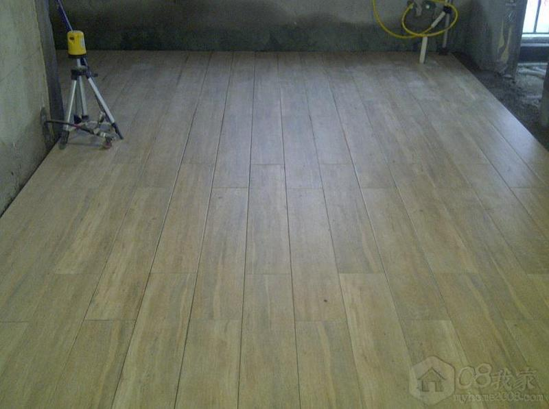 形木纹瓷砖,按照约1/3的自由式铺法(实际是留30公分)