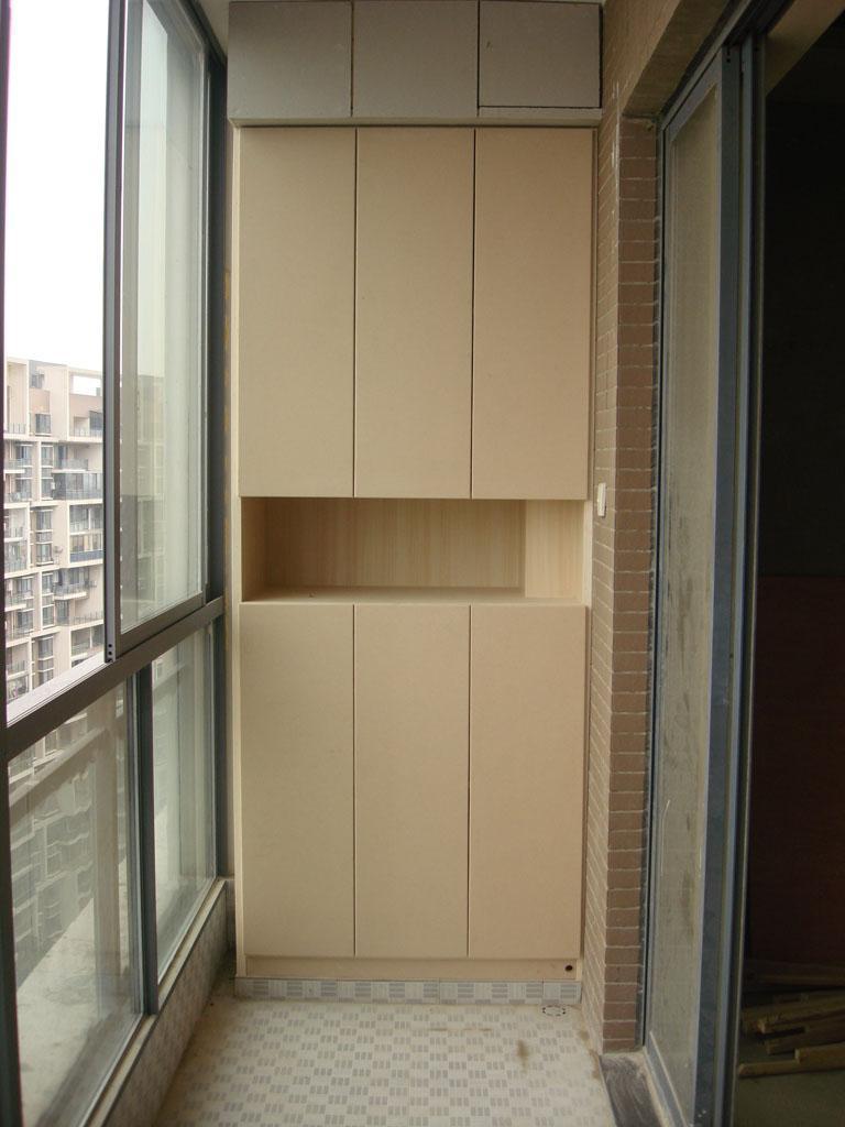 阳台的另一端还做了个柜子