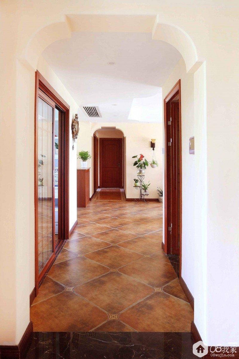 从入户花园看过去的走廊
