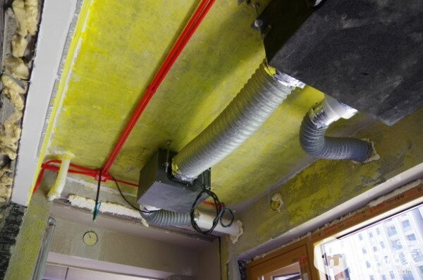 主机与UPVC管道连接严禁直接连接,需采用波纹消音软管连接,以避免噪音以及共振。