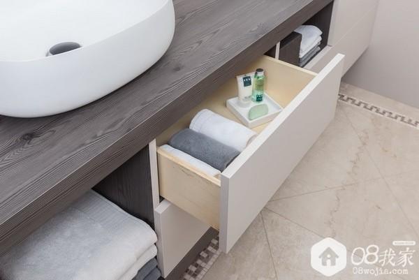 Bathroom-PerfectSense-Matt-contrast-to-Feelwood-Pinegrain-1450x970px.jpg