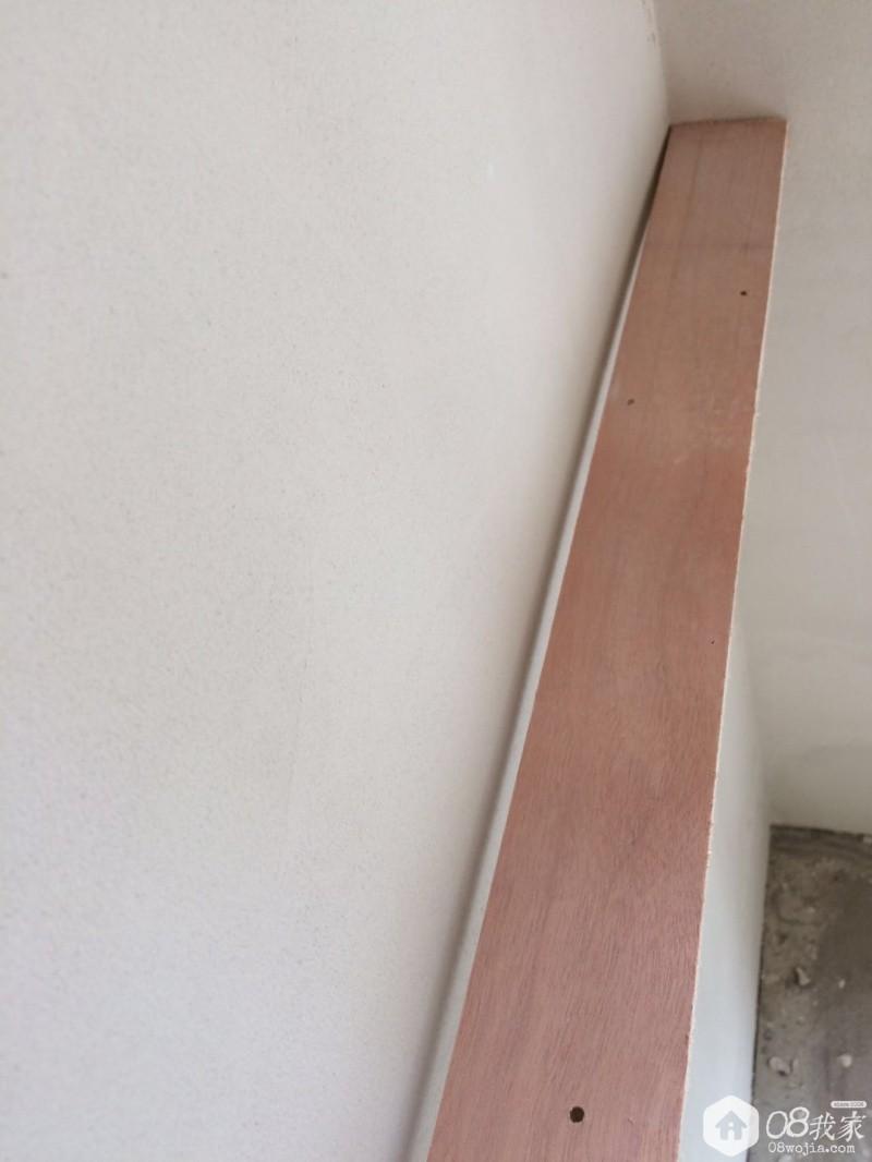 墙角处靠尺检验