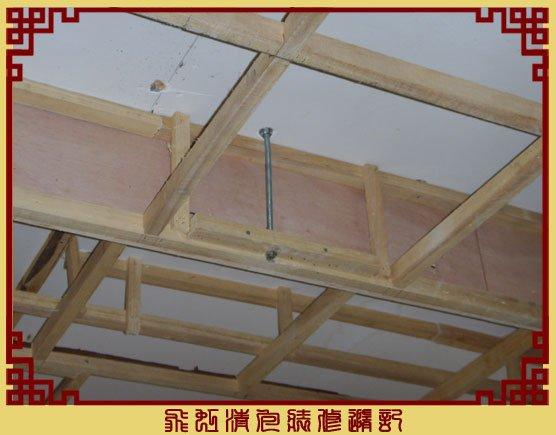 吊顶用膨胀螺丝稳固.jpg