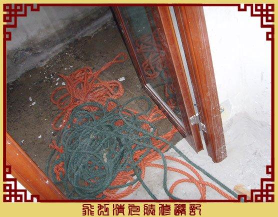 用来从楼下吊推拉门框的绳子,.jpg